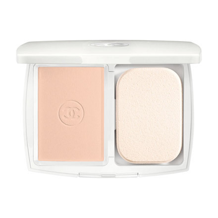 Le Blanc Compact Lumiere / CHANEL